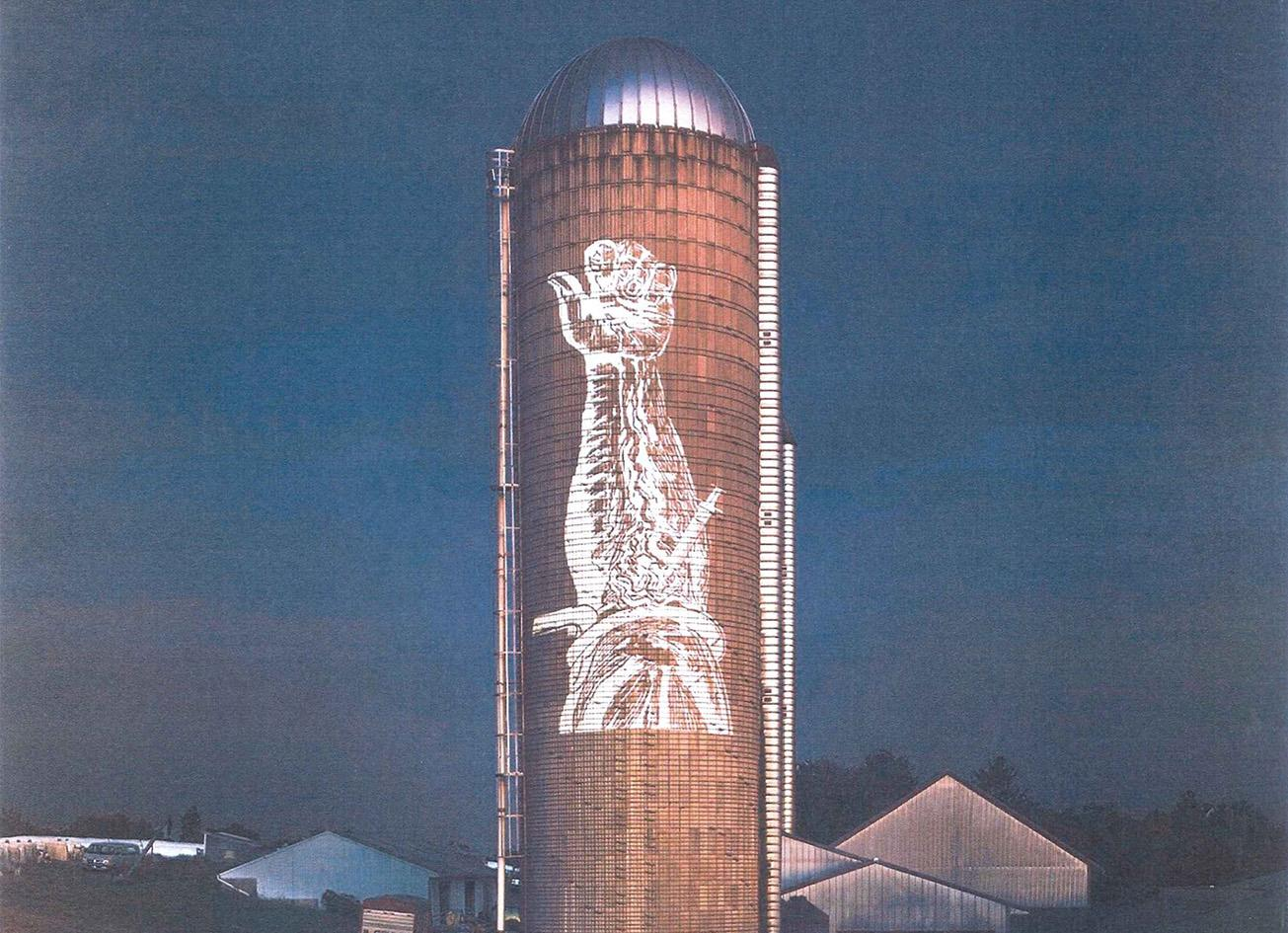 Silo with projection