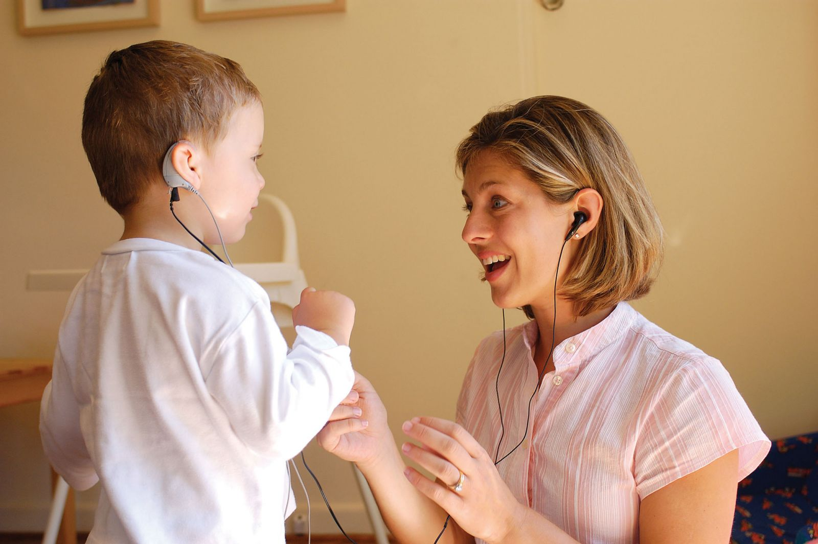 the negative effects of the cochlear implant that has been placed on the deaf community
